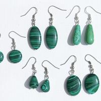 Aretes con piedras verdes