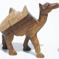 Camello de madera