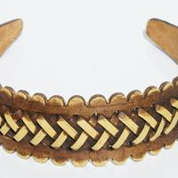 Diadema hecha de madera