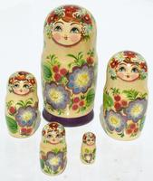 Muneca rusa de flores