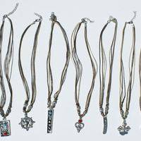 Collares de metal