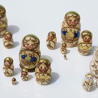 Munecas rusas doradas