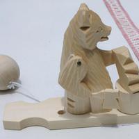 Oso escultor