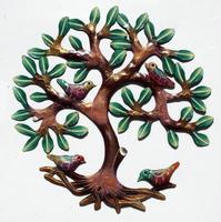 Arbol pintado de metal