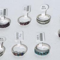 Anillos de metal con cristales
